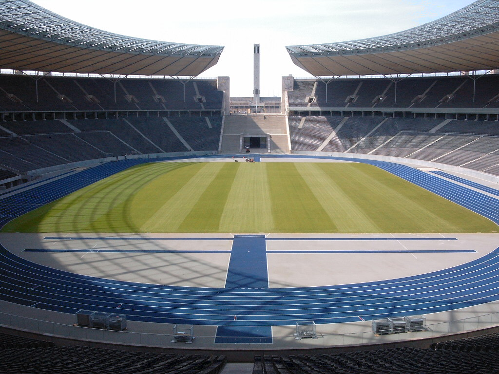 Das Olympiastadium in Berlin (Foto: Sandro Schachner - German Wikipedia, CC BY-SA 3.0, https://commons.wikimedia.org/w/index.php?curid=498978)